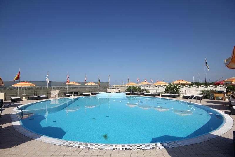 Alhambra stabilimento balneare con piscina a viareggio - Piscina viareggio ...