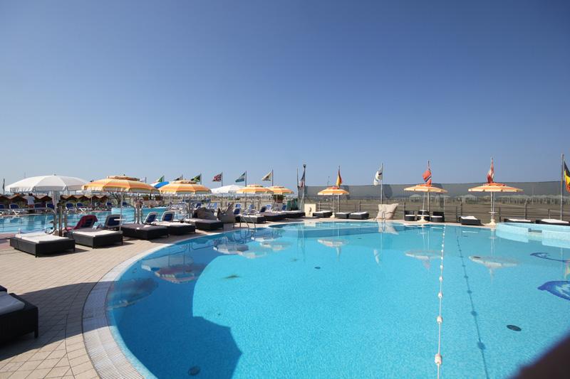 Stabilimento balneare viareggio bagno alhambra con piscina in darsena versilia - Bagno amedea viareggio ...